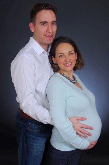 A mãe portuguesa com o companheiro inglês: uma solicitadora ter-lhe-á sugerido que assumisse que o pai do bebé punha em risco o filho DR